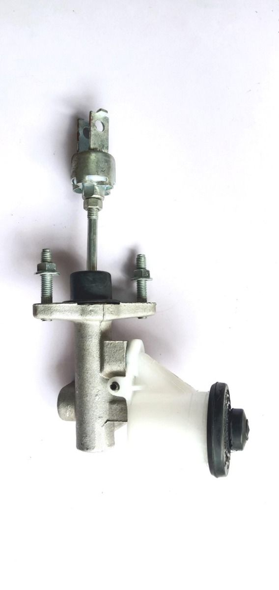 Clutch Master Cylinder For Toyota Qualis With Bottle